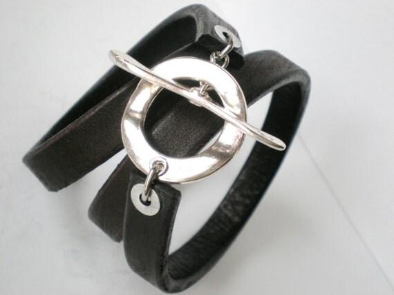 Giant Toggle Triple  Wrap Cuff ... Vogue Black Leather Fashion Bracelet