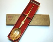 1937 King George VI coronation anointing spoon in original box. Very good condition.