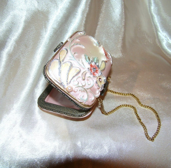 OLDFASHIONED PINK PURSE vintage trinket box with a mirror