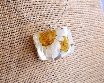 Daisy Resin Necklace. Resin Jewelry with Pressed Flowers. Resin Pendant Necklace.  Real Pressed Flowers. Handmade Resin Jewelry