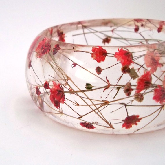 Red Resin Bangle.  Chunky Bangle with Pressed Flowers.  Real Flowers - Red Baby's Breath.  Contemporary Botanical Jewelry. Personalized Gift