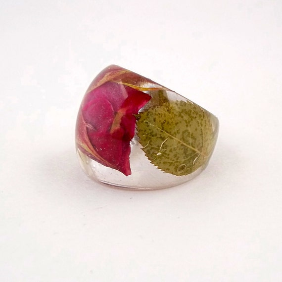 Rosebud Resin Ring. Red Pressed Flower Resin Ring.  Rose Cocktail Ring.  Handmade Jewelry with Real Flowers - Red Rose