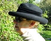 vintage  FELT hat (size 6 3/4 US)