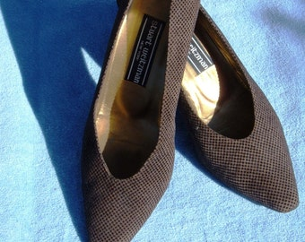Stuart Weitzman Chocolate Flocked Suede Pumps (size 8 med US)