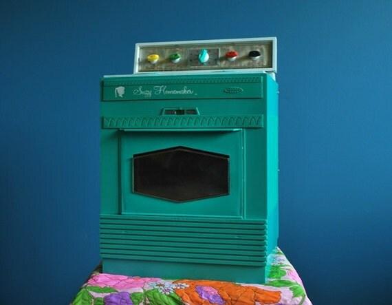 Vintage Suzy Homemaker Toy Oven- Large