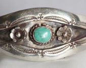 1950s Beautiful Vintage Womans Native American Sterling Silver Bracelet with Turquoise