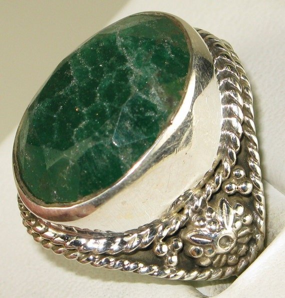 Beautiful Genuine Emerald Sterling Silver Vintage Ring