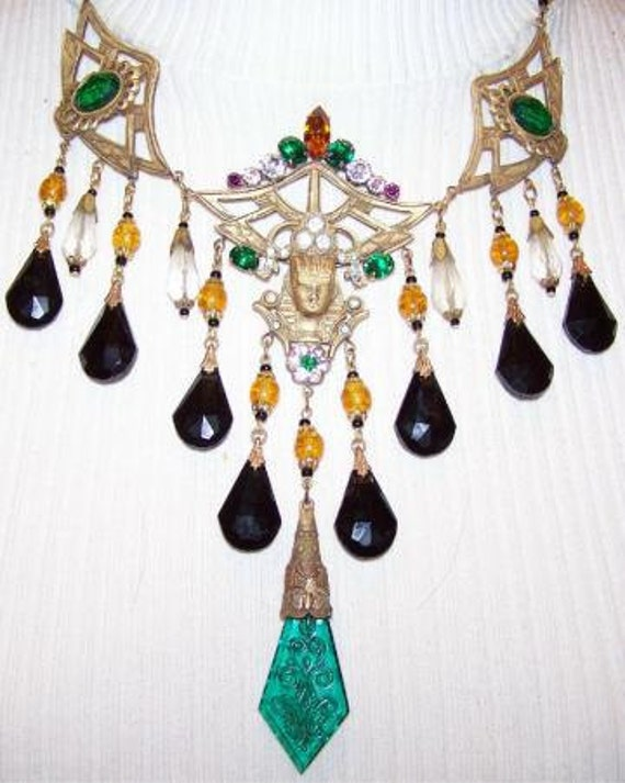 Lovely 1920s Art  Deco Egyptian Green and Black Czech Glass Vintage Necklace