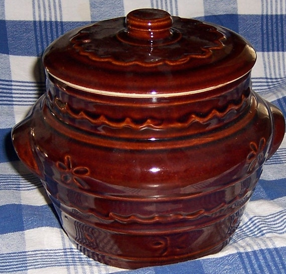 VINTAGE MARCREST BEAN POT - DAISY DOT PATTERN - OVEN PROOF STONEWARE, PERFECT CONDITION