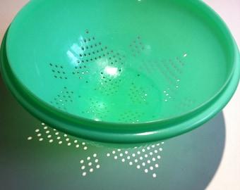 Tupperware Jadeite Green Colander / Strainer Bowl - Darker