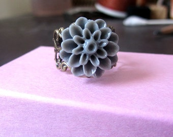 Vintage ring - Grey chrysanthmum antique bronze adjustable ring