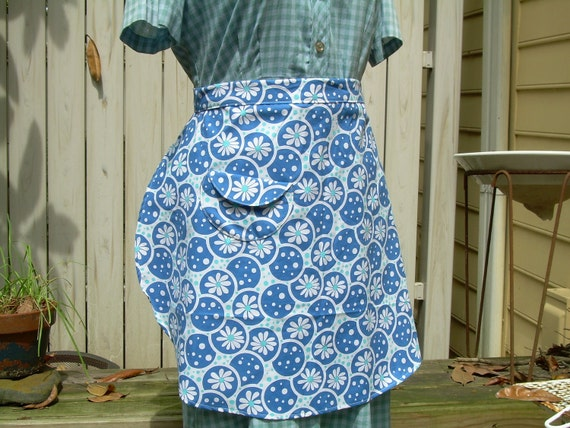 Blue Bubble Flower Half Apron With Red Ties