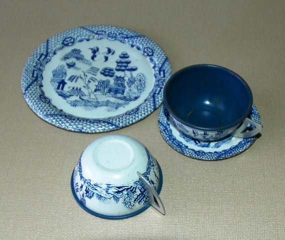 Tin Toy Dishes - Ohio Arts Child'sBlue Willow Tea Set - 5 pieces