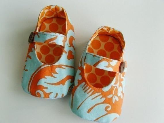 no 68 Baby Mary Jane Shoe PDF Pattern (0-18 months) Reversible