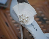 Trendy Bridal Shoe Clips by Sofisticata. Ivory, Off White, White. Weddings, Bride, Bridal, Flower Girl, Handmade,Bridesmaids, Mothers Day, Unique Gifts, Romantic, Free US Shipping