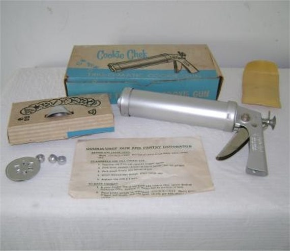 Cookie Chef Trig-O-Matic Gun Instructions Recipes IOB Pastry Decorator