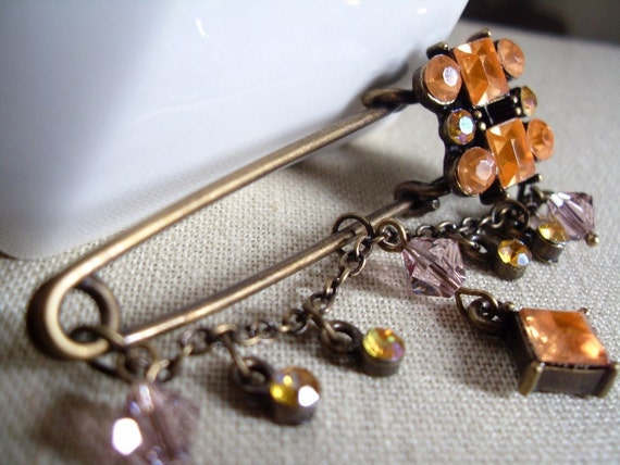 Ramadan Eid gift, Antiqued Brass Dangle Kilt Pin Hijab Pin in the shade of Orange, Scarf pin, Shawl pin, Autumn Fall gift, Thank you gift