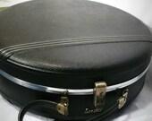 vintage 60s round hardcase travel suitcase in black.
