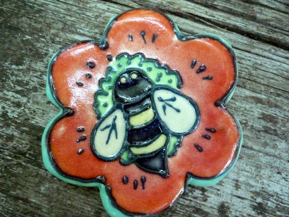 Bumble Bee in my garden bright red poppy Teaspoon or teabag rest