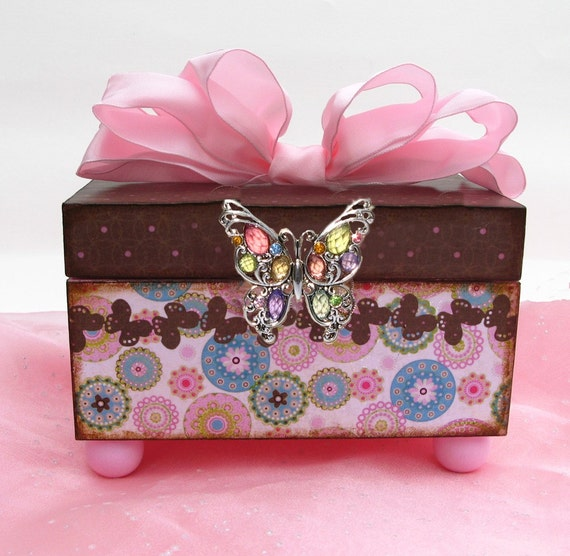 Girls Trinket Jewelry Keepsake Wooden Box Fluttering Butterfly Pink and Brown comes with matching earrings