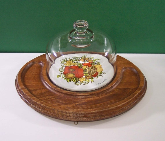 Walnut Wood Cheese Tray with Tile and Domed Lid. 1970s Vintage