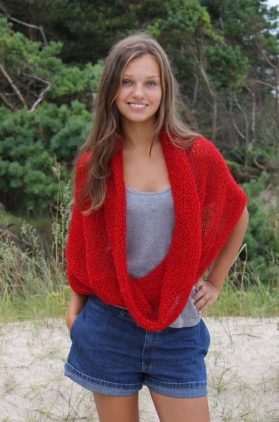Soft.fluffy cowl in  red