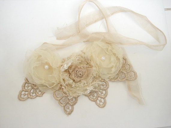 Shabby chic Lacy Cream and ecru  floral statement  bib necklace, Cream flower necklace, floral bridal jewelry