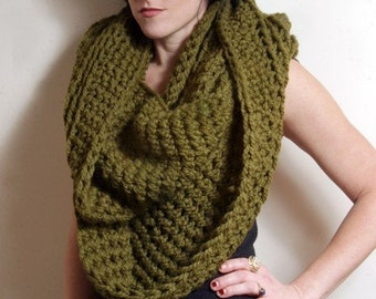 The New Yorker Circle Infinity Scarf in Cilantro Green