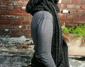 Chunky Hooded Pocket Scarf in Charcoal Grey