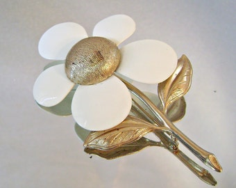 Vintage Flower Brooch Sarah Coventry Mod Flower Power Creamy White Gold Retro
