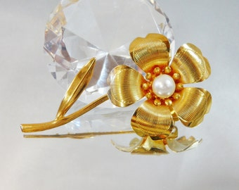 Vintage Flower Brooch.  Gold Plated.  Glass Pearl.