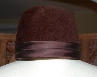 1960s  Vintage PEACHBLOOM Chocolate Brown Velour Bubble Hat with Bow
