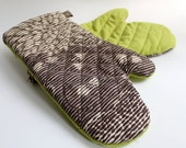 Quilted Oven Mitts for the Modern Kitchen