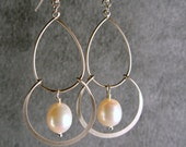 Silver Bridesmaid Earrings, Silver Chandelier, Pearl Silver Chandelier Earrings, Bridesmaid Jewelry (4625)