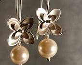 Silver Pearl Earrings - Flower Earrings, bridal pearl earrings, bridesmaid earrings (4272w)