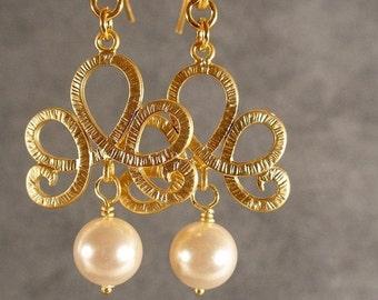 Pearl Fleur de Lis Gold Bridesmaid Earrings, Pearl Earrings, Gold Earrings, Bridal Earrings (3426)