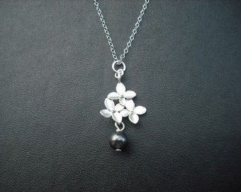 cute little bouquet with pearl necklace- matte white gold plated