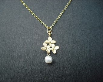 Bridesmaid Gift, Gold Bridesmaid Necklace with bouquet Pendant, Pearl, Flower Girl Gift, Birthday Gift, Wedding Gift