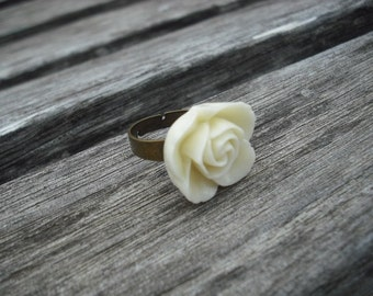 Ring, Antique brass cream flower cabochon ring