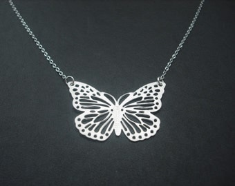 fly fly butterfly necklace - white gold plated