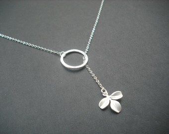 tiny leaf lariat - matte white gold plated