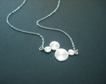 Brush Textured Linked Circles necklace - matte white gold plated