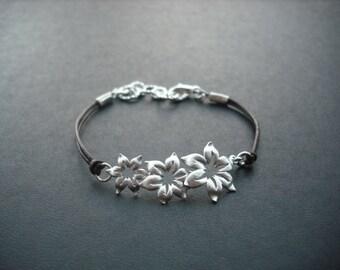 matte star flowers bracelet - matte white gold plated
