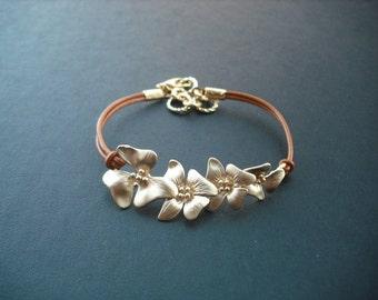 Bridesmaid Gift, Matte Gold Bridesmaid Bracelet with Fourfold Flowers, Birthday Gift, Flower Girl Gift, Wedding Gift