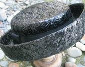 1950s Leslie James black cellophane straw boater hat deep brim grosgrain ribbon size 21