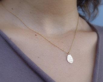 Shiny Petal Teardrop Pendant Necklace, Gold Teardrop Necklace, Teardrop Pendant Necklace, Gold Minimalist Necklace, Delicate Gold Necklace