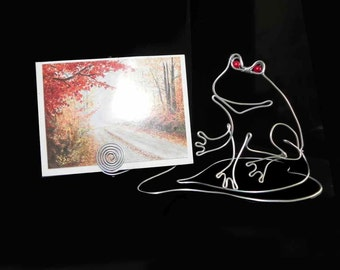 A Frog  Wire  Picture /Place/ Card Holder.