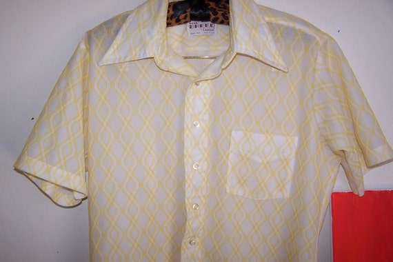VINTAGE 1950s Men's Button Up Geometric Casual Short Sleeve Shirt Yellow White Size Medium