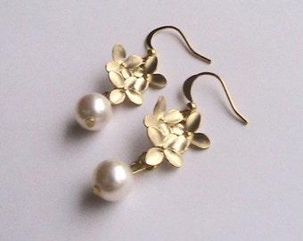 Gold Flower Pearl Earrings, Pearl Earrings, Gold Flower Earrings, Gold Dangle Earrings, Bridal Jewelery, Bridesmaids, Wedding, Formal