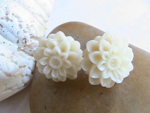 Ivory Dahlia Earrings, Beige Flower Earrings, Flower Post Earrings, Cabochons Earrings, Earring Necklace Set, Bridesmaids, Bridal jewelry